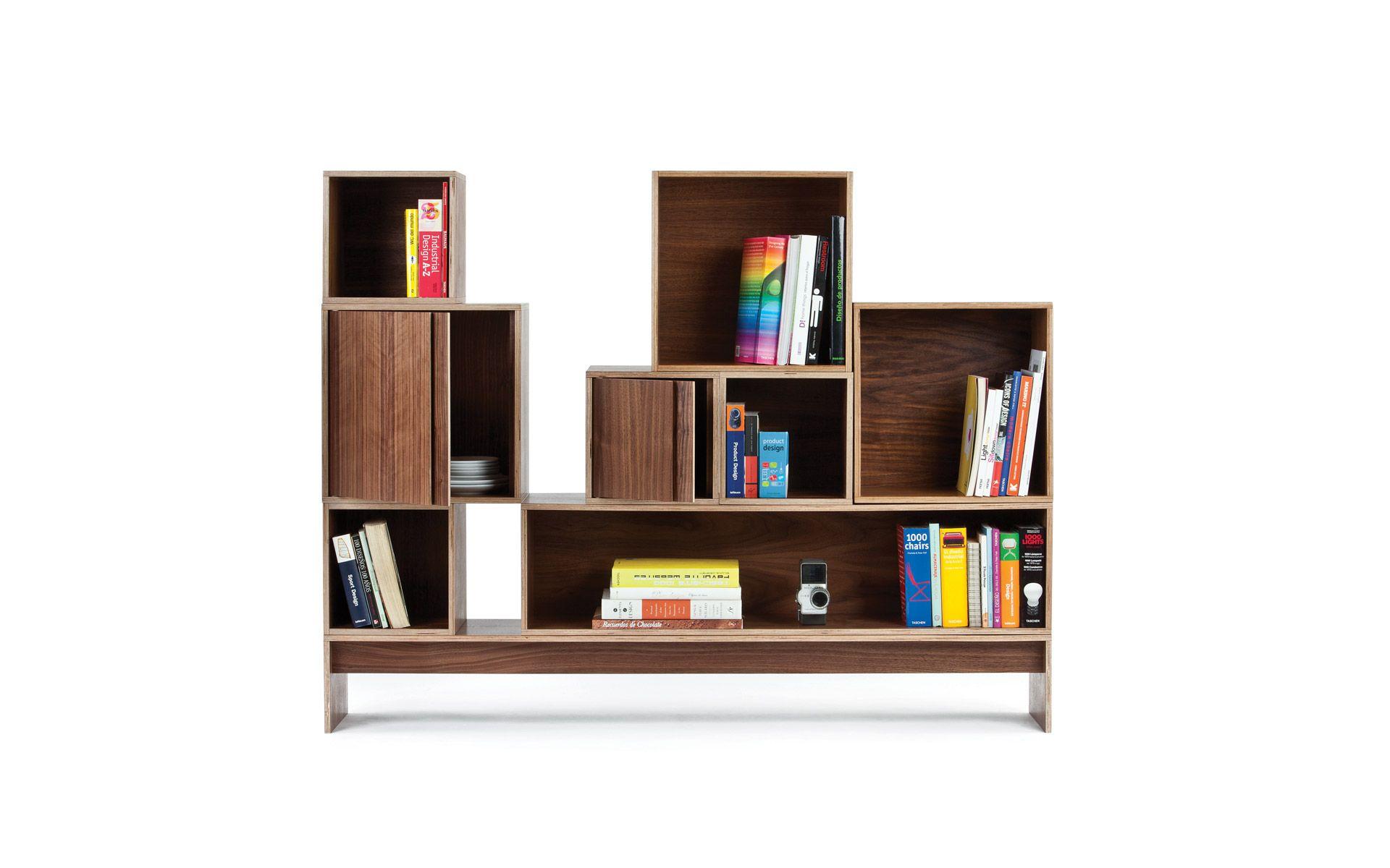 Los libreros Block son ideales para colocar objetos o libros que quieran ser destacados, con varios espacios independientes enmarcados por grandes superficies de madera. Los libreros se instalan fácilmente a pared utilizando un herraje que se incluye con la pieza, y que queda oculto una vez instalado.