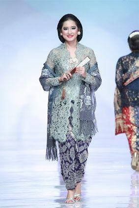 RUNWAY REVIEW  Konsep Baru Fashion Show 6122eafa6e