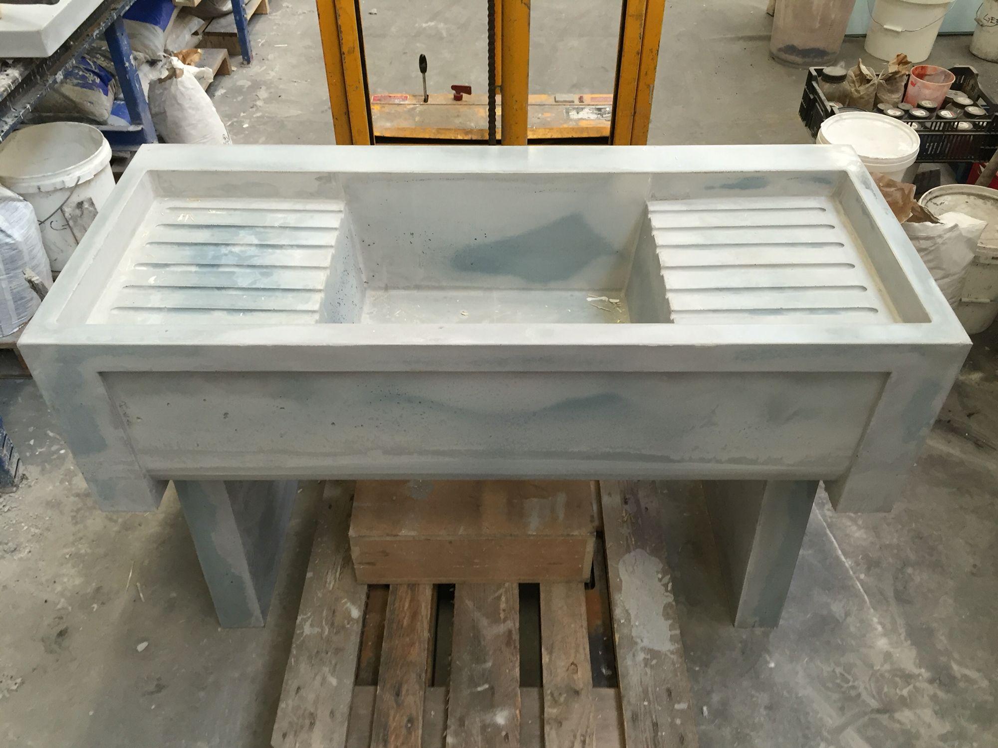 betonnen wasbak speciaal ontwerp van wittvorm 8r made concrete