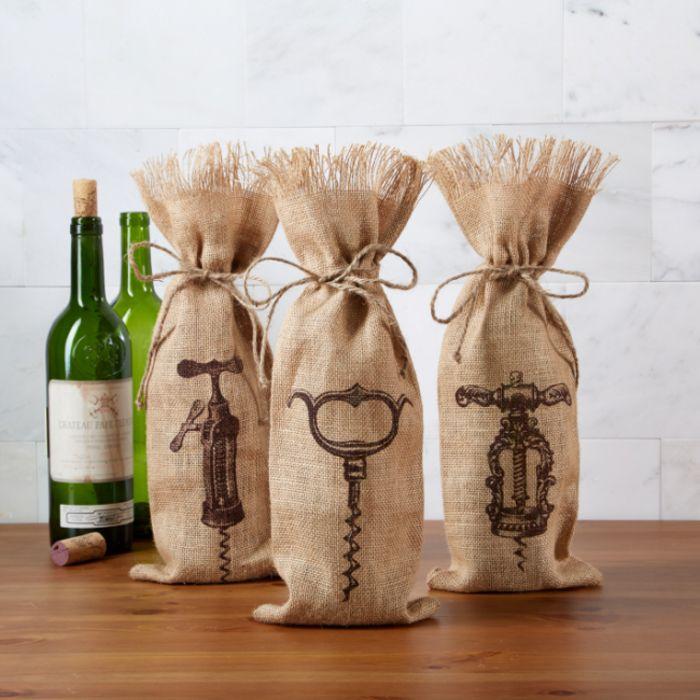 flaschen mit stoff verpacken leicht und kreativ diy idee wein verschenken diy geschenke. Black Bedroom Furniture Sets. Home Design Ideas