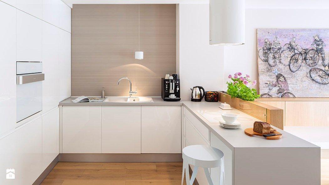 Jak Urzadzic Kuchnie Aby Byla Funkcjonalna Ergonomia W Kuchni Modern White Kitchen Cabinets Kitchen Interior White Kitchen Remodeling