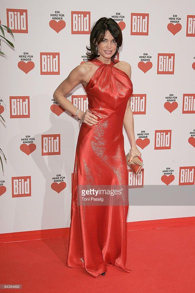 Gerit Kling Actress Attends The Ein Herz Fuer Kinder Gala At Satinkleider Abschlussball Kleider Deutscher Promi