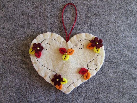 Felt ornament - Felt Heart - Fall ornament - Valentine's day gift - Ornamento con cuore avano in feltro e cornice di di TinyFeltHeart
