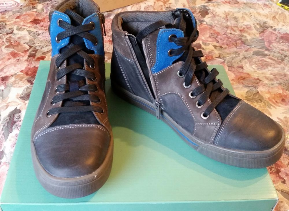PERFECT FOR FALL! Clarks Beven Boy Youth Leather Hi-Top ...
