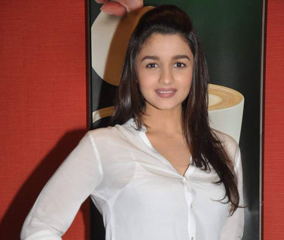 Alia bhatt hot and spicy images wallpapers - 50 Beautiful Alia Bhatt Wallpapers And Pics 2017