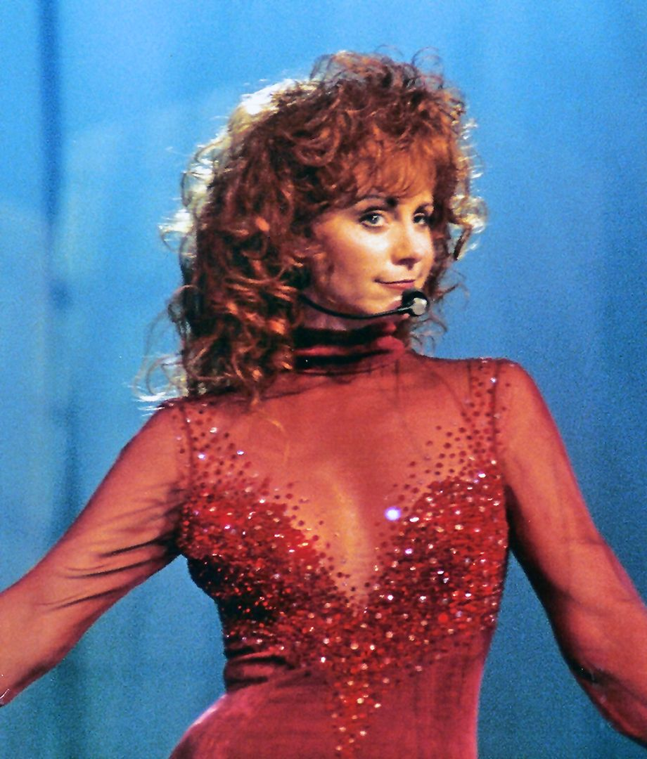 Reba McEntire in THE red dress ♥ Reba Reba mcentire