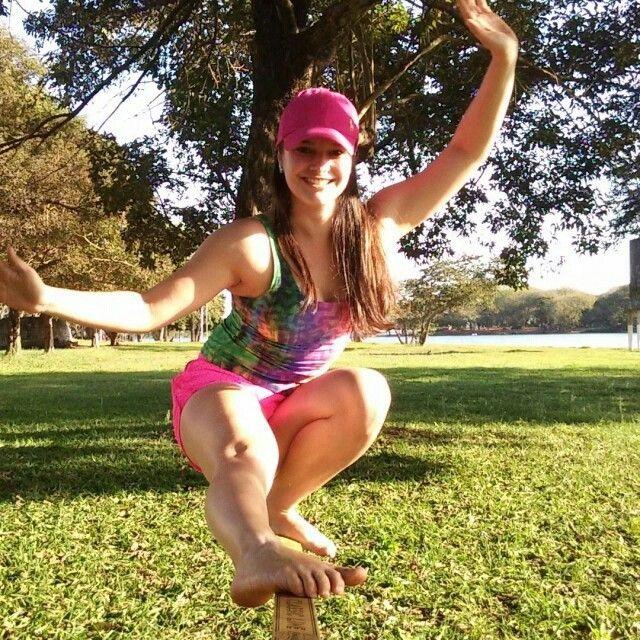 Aquele sorriso quando você crava uma manobra! #footplant  Sabadão o slackline rola solto por todo o Brasil!    @marques_helo  #slackclick #slackline #vidaleve #slackgirls #elasradicais #atitudeboaforma #vemcomelas #momento30 #slacklife