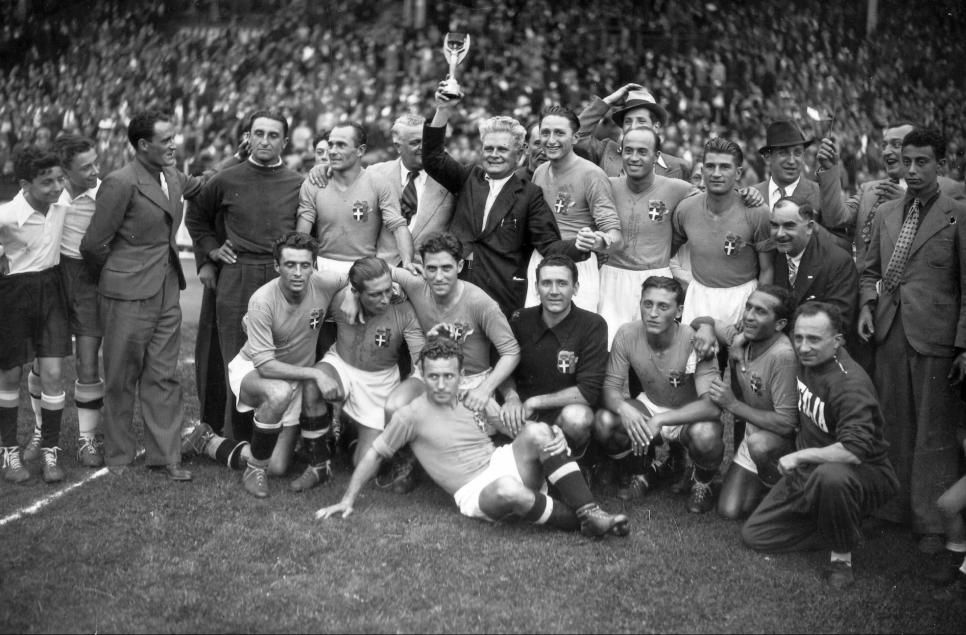 France 1938 vainqueur italie coupe du monde pinterest france football football et italie - Coupe d italie en direct ...