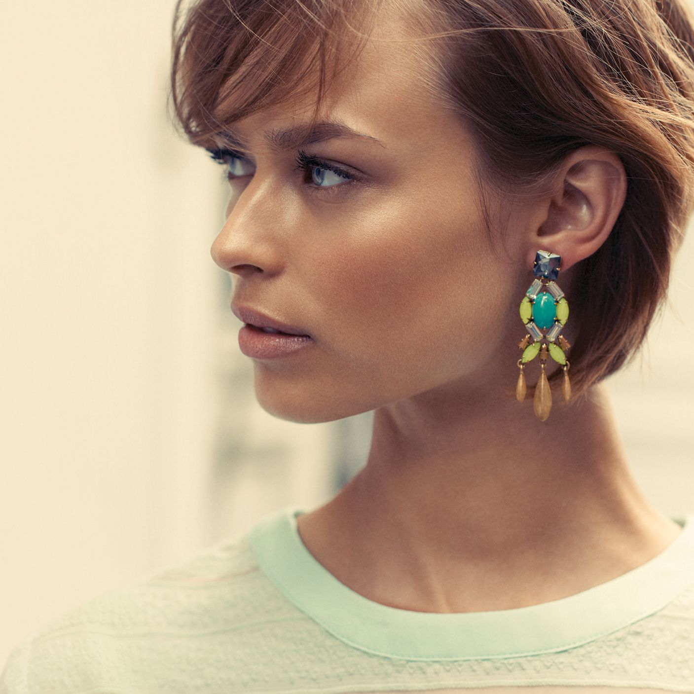Say Hello To The Jardin Chandeliers Wear Them As Studs Or Statement Earrings Stella Dot Cheveux Courts Coiffure Courte Idees De Coiffures