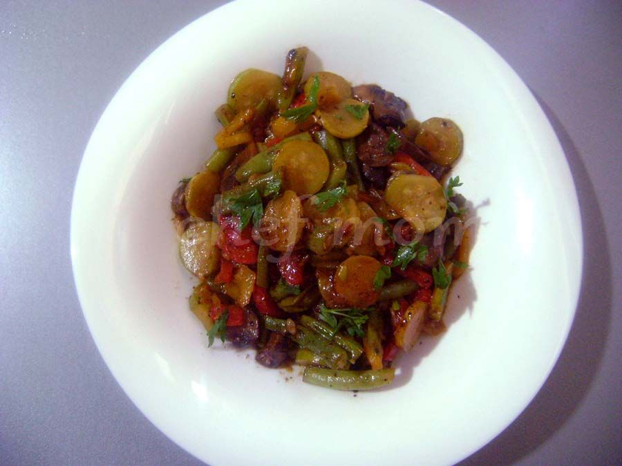 vegetables with thyme and soy sauce
