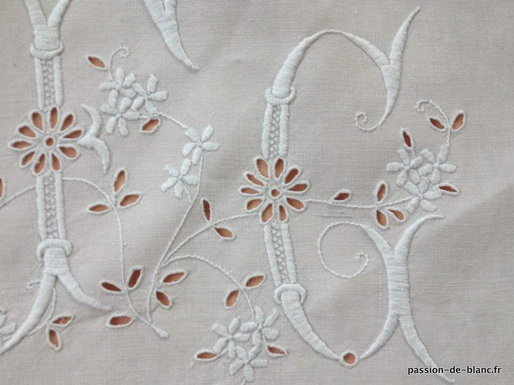 linge ancien de lit draps taies linge ancien merveilleux drap avec guirlande fleurie et. Black Bedroom Furniture Sets. Home Design Ideas