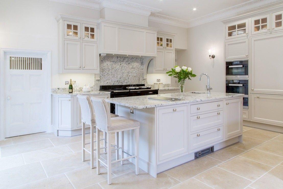 Jak wybrać idealne płytki do kuchni?  Kitchen butlers pantry, Kitchen living