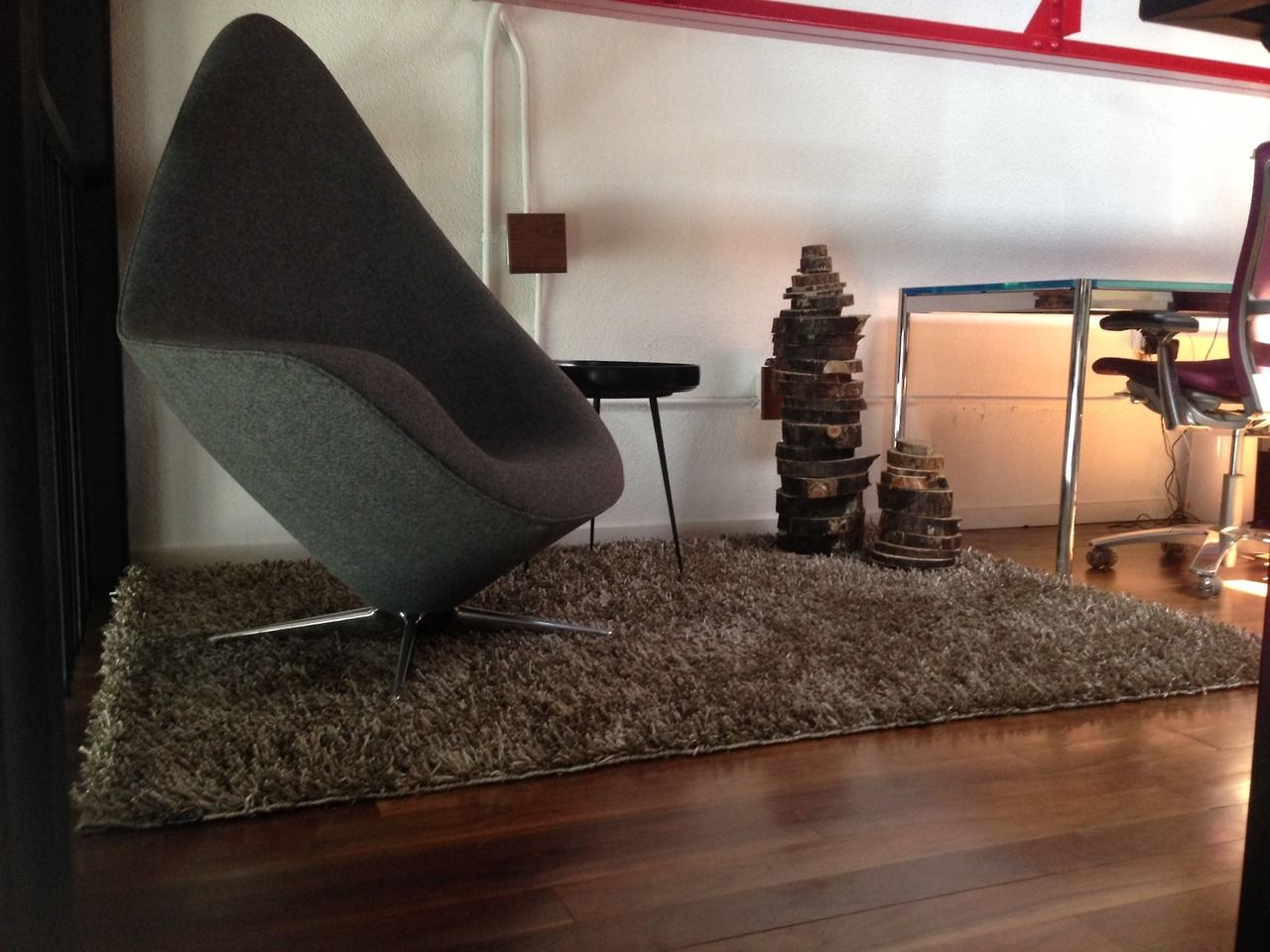 Landing area - rug by Kymo, Table by Mater, chair from Englebrechts