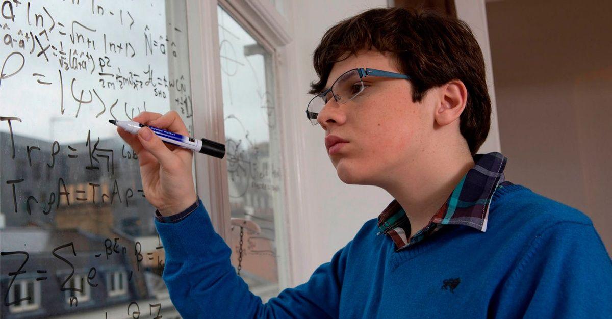 El Niño Autista Con Coeficiente Intelectual Superior A Einstein Teoría De La Relatividad Einstein Asperger
