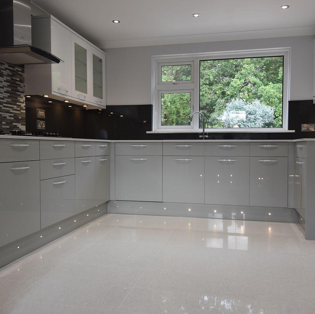 Howdens in 2020 Free kitchen design, Kitchen, Beautiful