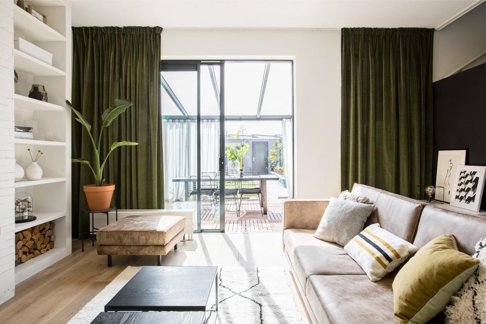 Strakke artistieke woonkamer: eindresultaat inspiratie en ideeën