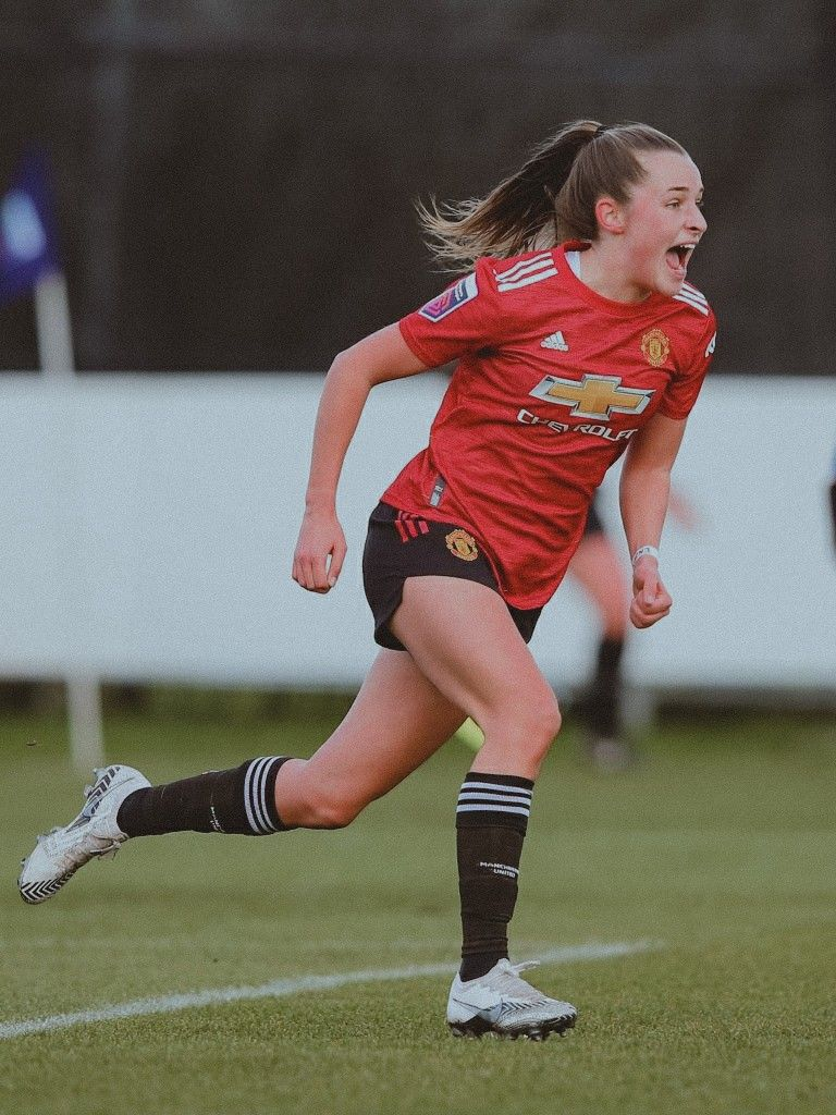 Ella Toone Manchester United Women Against Everton Women In 2021 Female Soccer Players Soccer Girl Manchester United Football Club