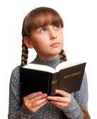 Proverbios 6: 20-22 Querido jovencito, cumple al pie de la letra con los mandamientos de tu padre y con las enseñanzas de tu madre. Grábatelos en la memoria, y tenlos siempre presentes; te mostrarán el camino a seguir, velarán tu sueño mientras duermes, y hablarán contigo cuando despiertes.