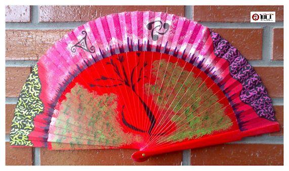 Abanico pintado a mano. Hand Painted Fan. http://talentox2.blogspot.com.es/ http://facebook.com/abanicosairedecolor