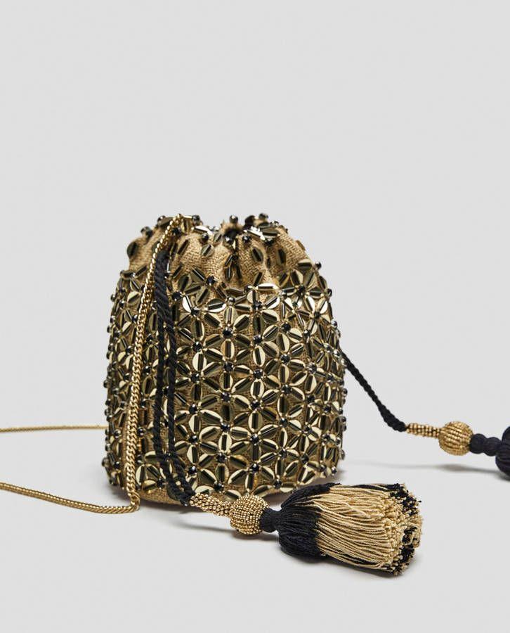 e8dd8fb506cb Voici les 30 plus beaux sacs repérés chez Zara, Mango et H M in 2018 ...