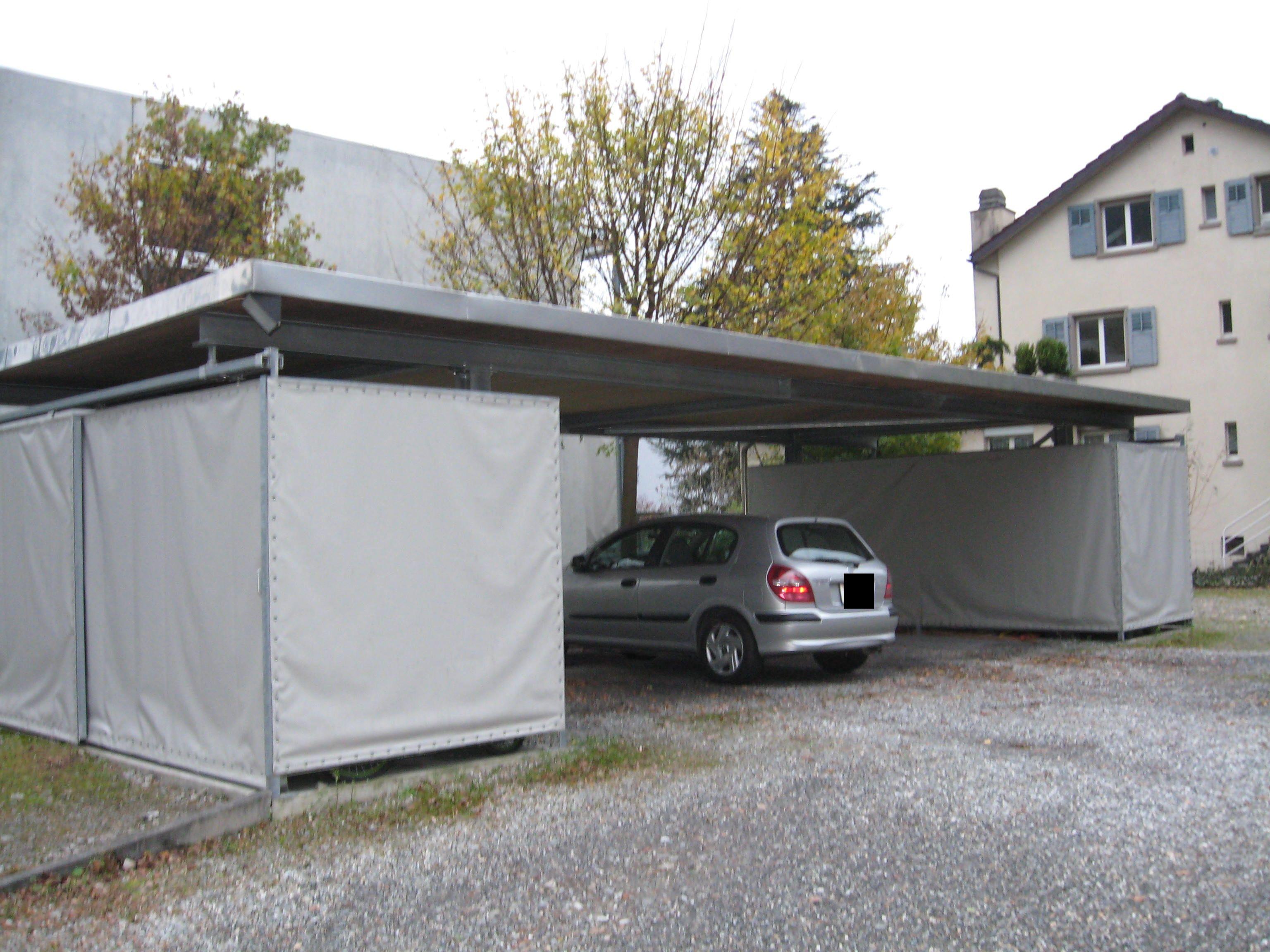 Flachdach-Carport aus Stahl mit 2 Geräteschuppen für 3 Autos ...