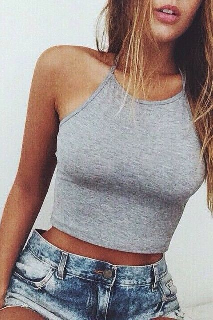 d3ec457f93c44 Pinterest  Nuggwifee☽ ☼☾ Cropped Top Outfits