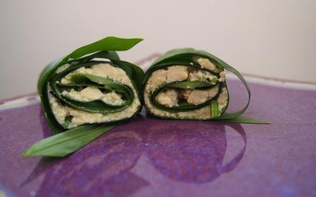 Rohköstliche Bärlauch-Frischkäse-Röllchen - VeganBlatt