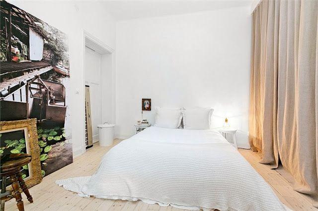 Des rideaux en guise de portes de placard dans la chambre curtains as closet doors in the - Rideaux pour placard de chambre ...