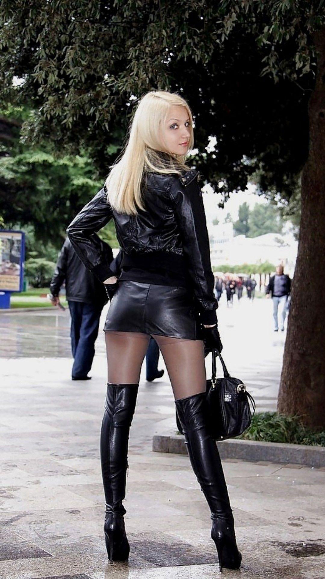 повернулась фото девушки в кожаных мини юбках так здесь, живой