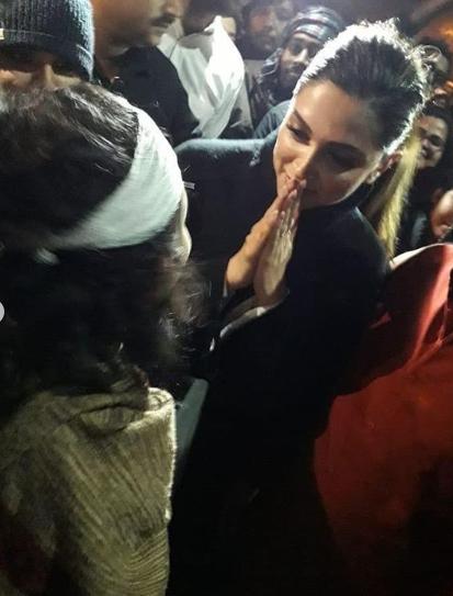 Deepika Padukone Joins Jnu Protest Bold In Real New Profile Pic Deepika Padukone Bollywood