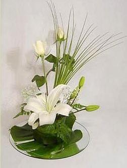 Centros de mesa con gladiolas blancas buscar con google - Arreglos florales artificiales centros de mesa ...