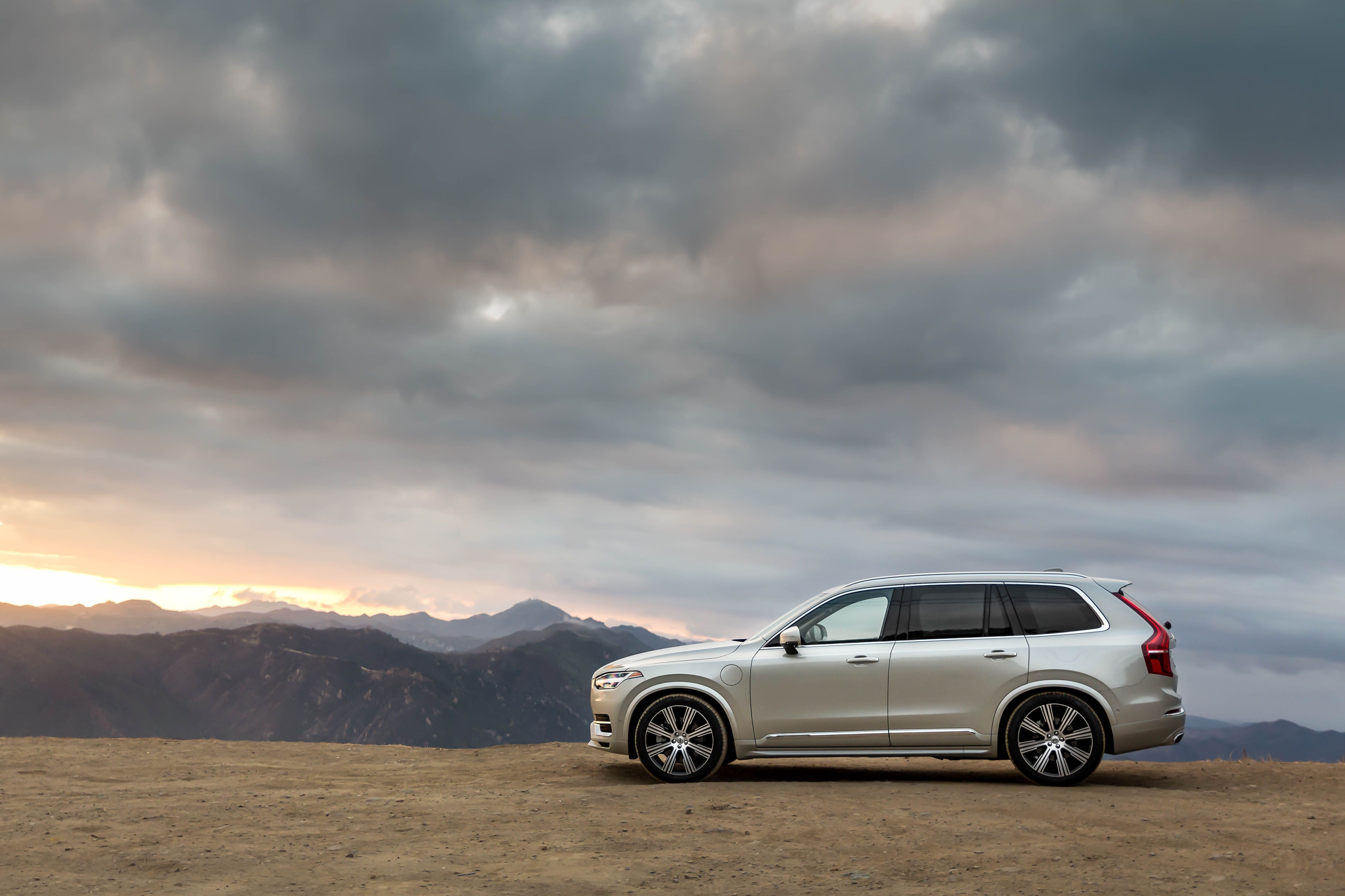 Safer For People Safer For The Planet With A Zero Emission Drive Mode And A Range Of Advanced Features The Volvo Xc90 T8 Plug In In 2020 Luxury Suv Volvo