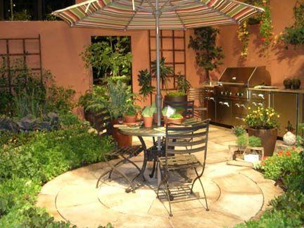 Quintal pequeno No meio do quintal uma ilha com mesa e cadeiras e - sombras para patios