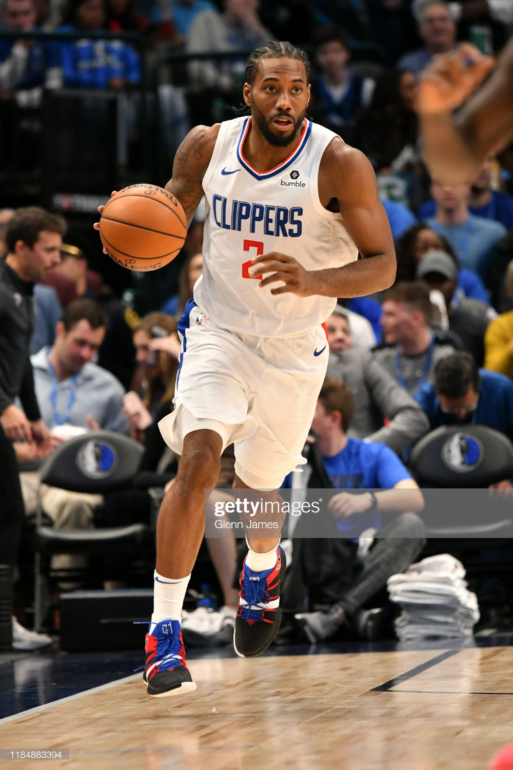 Kawhi Leonard Of The La Clippers Handles The Ball Against The Dallas La Clippers Los Angeles Clippers Nba Players