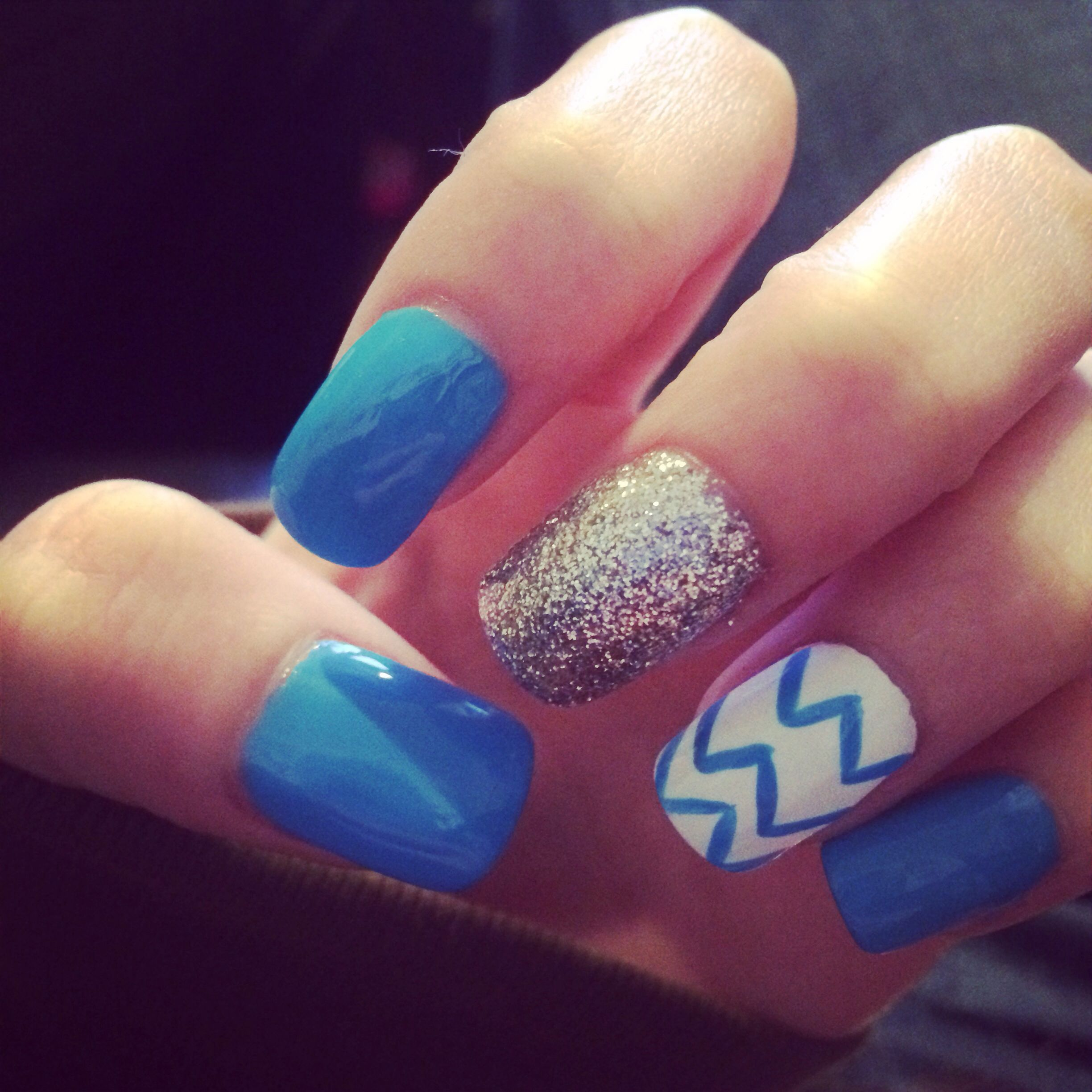 new nails light blue nails white with light blue zigzag