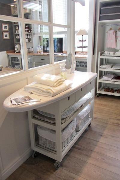 Sehe dir das Foto von GrossstadtKind mit dem Titel Klasse und praktische Idee für eine Waschküche. Ein Bügelbrett auf ein Regal mit Rollen befestigen, so kann man es immer dort hinschieben wo man es benötigt und man hat alles direkt zur Hand was man braucht und andere inspirierende Bilder auf Spaaz.de an. #designbuanderie