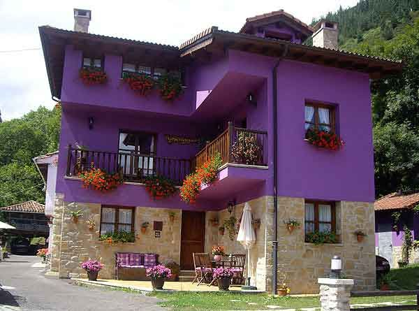 Fachada morado pinterest for Frentes de casas pintadas
