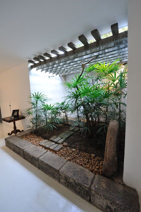 His own house at 33rd lane geoffrey bawa architects 39 s for Courtyard designs sri lanka