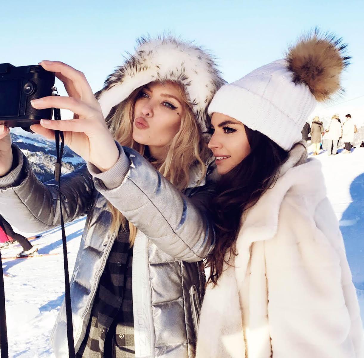 изогнутых линиях красивые зимние фотографии с подругой отмечают