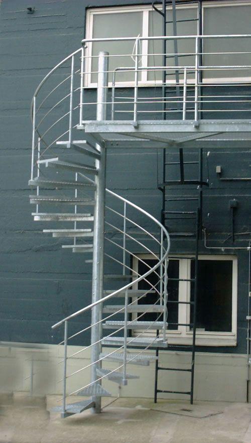 spindeltreppe aus verzinktem stahl edelstahl stairs treppen treppe aussentreppe und. Black Bedroom Furniture Sets. Home Design Ideas