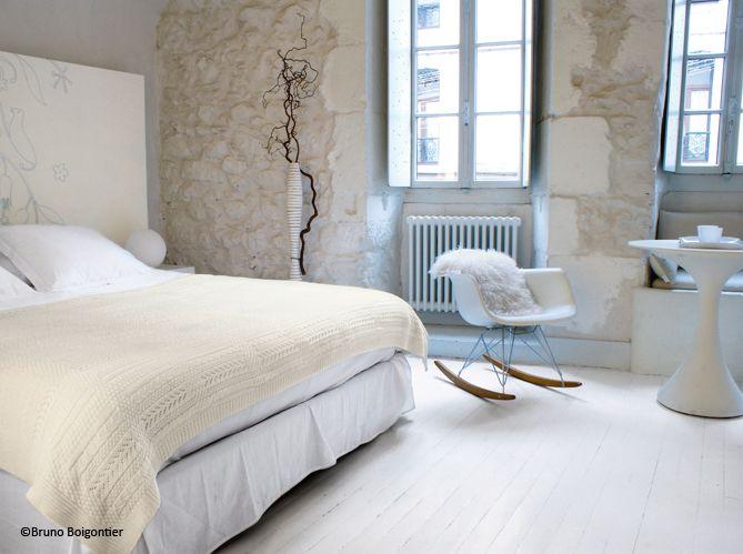 Mur de pierre décoration chambre beige blanc tons neutres pureté ...