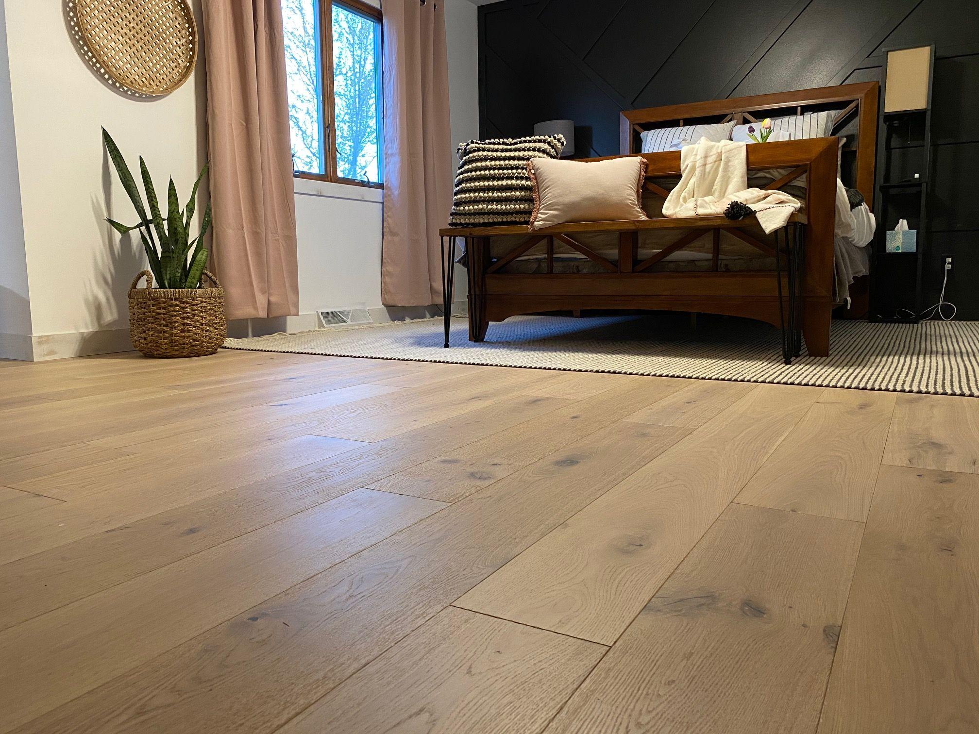 Laguna Oak Hardwood Hallmark Floors In 2020 Oak Hardwood Inexpensive Home Decor Rustic Country Homes