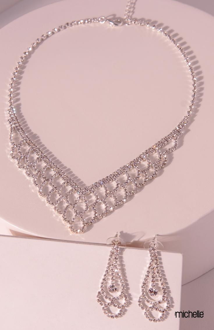 """c345471c4247 Collar estilo """"V"""" red con aretes largos chandelier  Prom  Graduacion   quinceañera"""