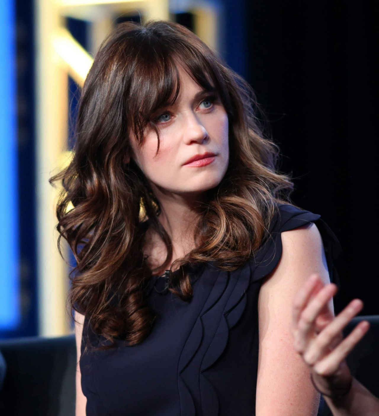 Zooey Deschanel Hairstyles In 2018 Zooey Deschanel Cgtkyzt Hair Styles Zooey Deschanel Hair Zooey Deschanel Hair Styles