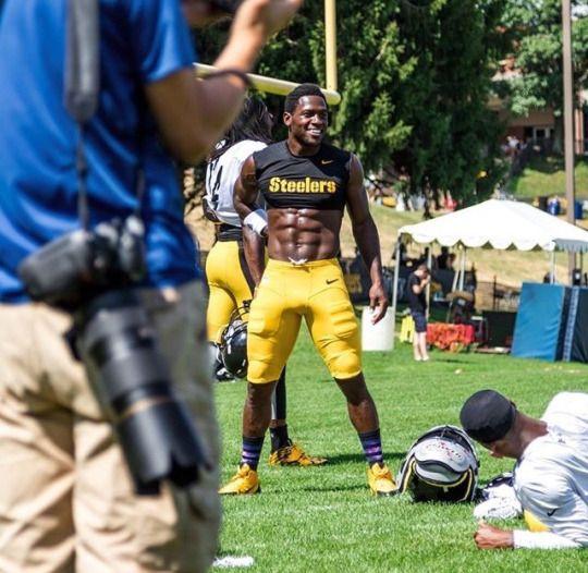 f0f1e9cae77 Antonio Brown at Steelers camp   Steelers   Nfl steelers, Pittsburgh ...