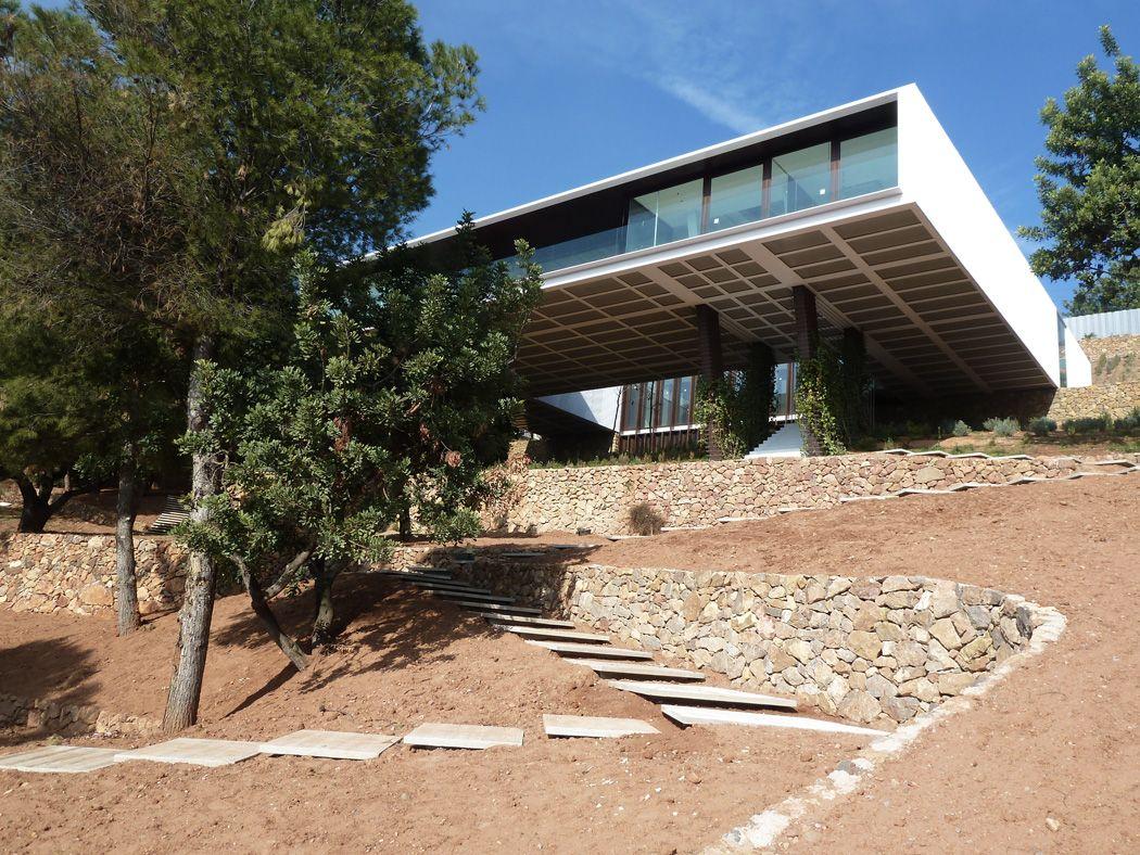 CARLOS FERRATER Y ADI Arquitectura·Vivienda En Voladizo Alrededor De Patio ·2010·[