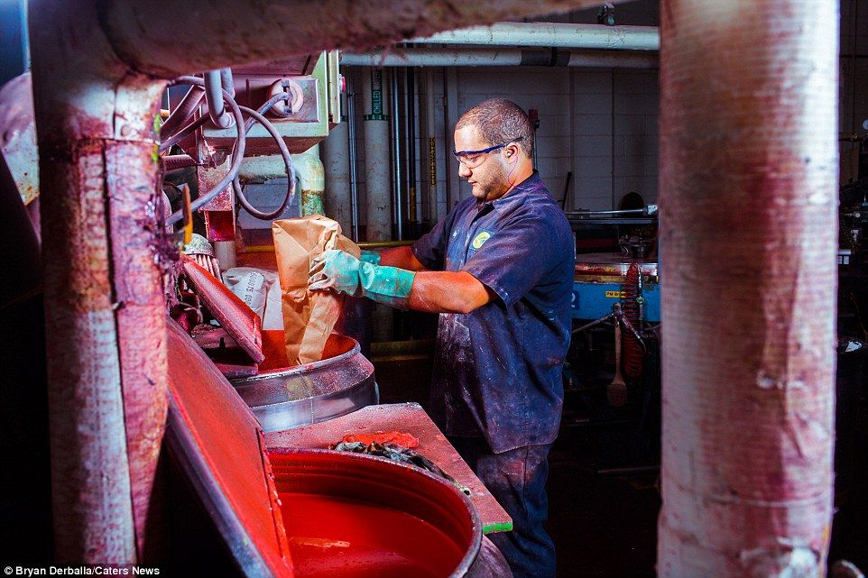 Inside the Crayola factory where 12million crayons are made every ...