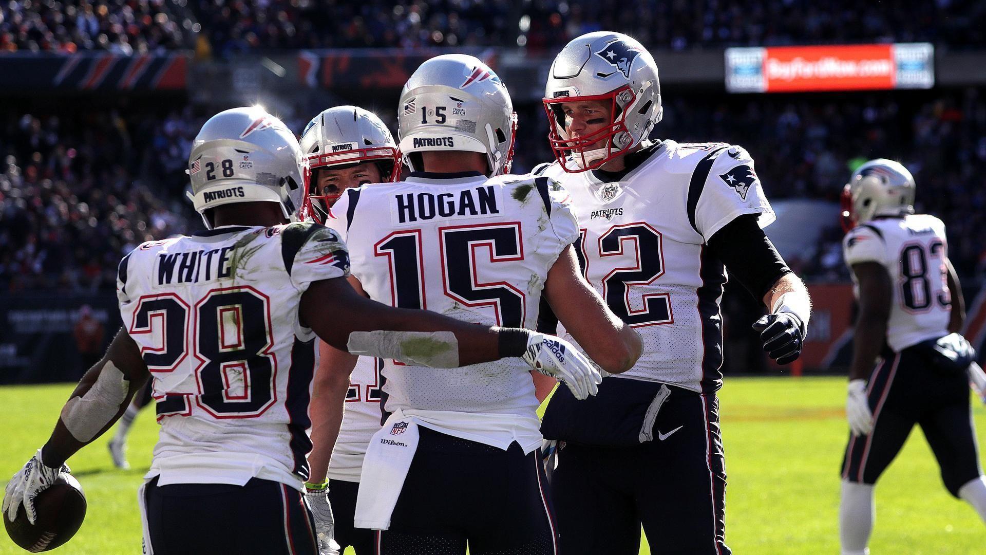 Chicago Il 10 21 2018 4th Quarter New England Patriots Quarterback Tom Brady 12 Celebrates With Ne Patriots Patriots Quarterbacks New England Patriots