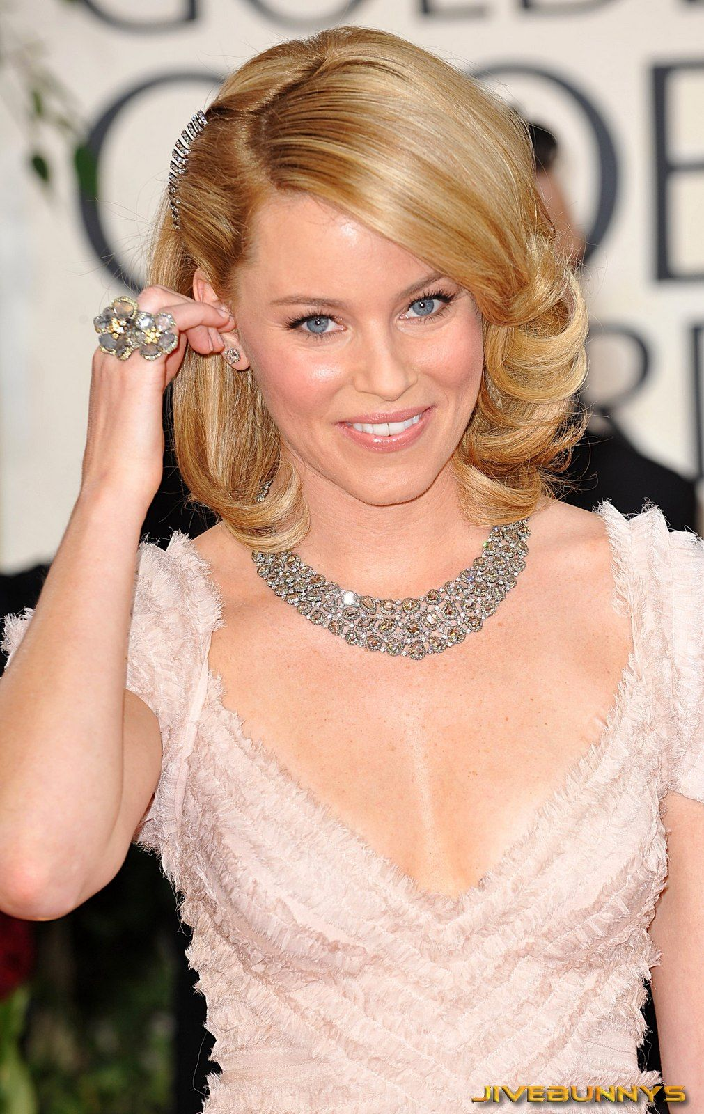 Elizabeth Banks Beautiful Yes But What Makes Her More Attractive Is Her Most Endearing And Charming Personality Also The Bes Elizabeth Banks Celebrities Hair