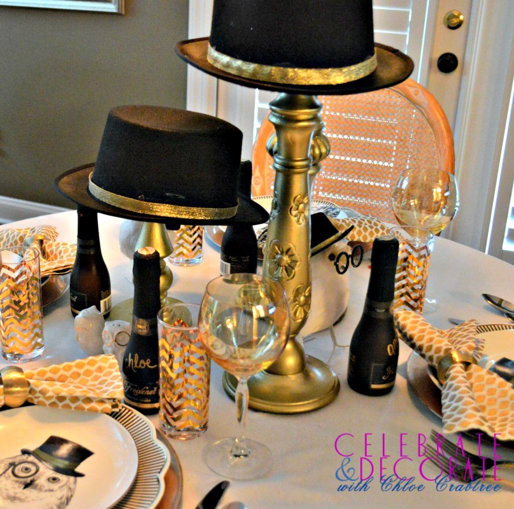 10 Holiday Tablescapes | Holiday tablescapes, New years ...